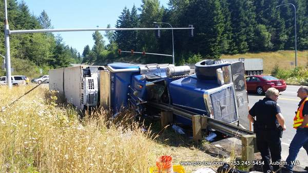 Semi Truck Accident Recovery On A Busy Interchange – Northbend, WA