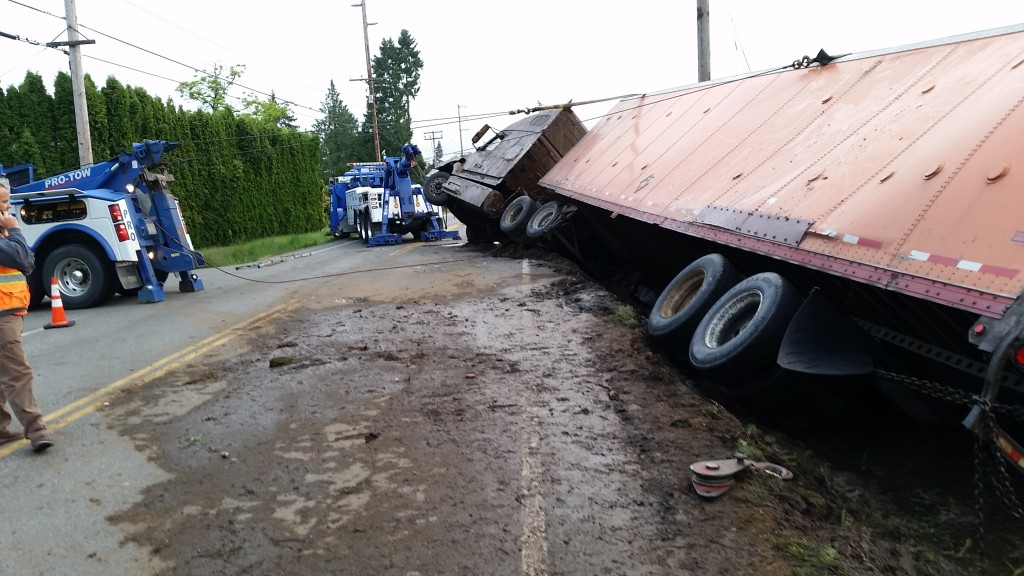 Truck Recovery: Garden Supplies on West Valley Hwy North, Auburn, WA