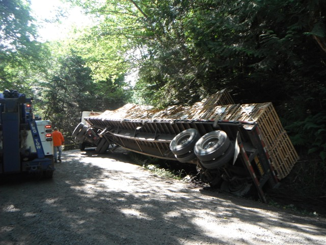 Flatbed Semi Truck Recovery Tacoma, WA Watershed