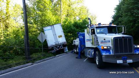 Truck Recovery on West Valley Hwy Auburn, WA